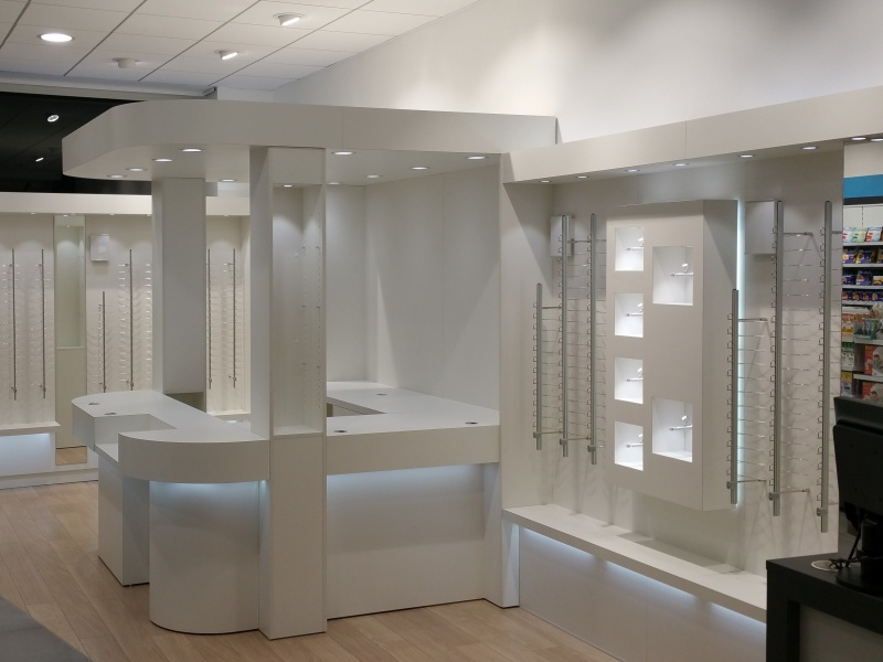 mobilier du carré de l'optique pharmacie du champsaur